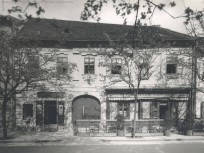 1930-as évek, Szentháromság utca