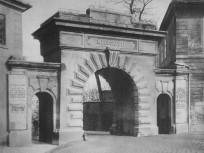 1893 táján, a Ferenc József kapu a Főherceg Albrecht (Hunyadi János) út a Dísz térnél, 1. kerület
